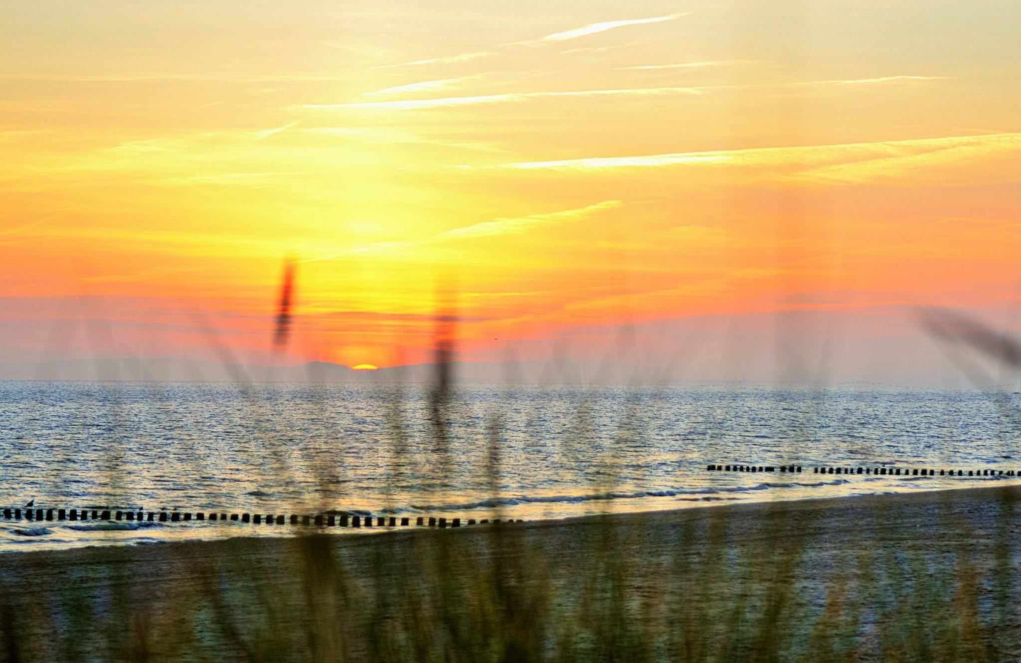 Imposanter Sonnenaufgang am Strand
