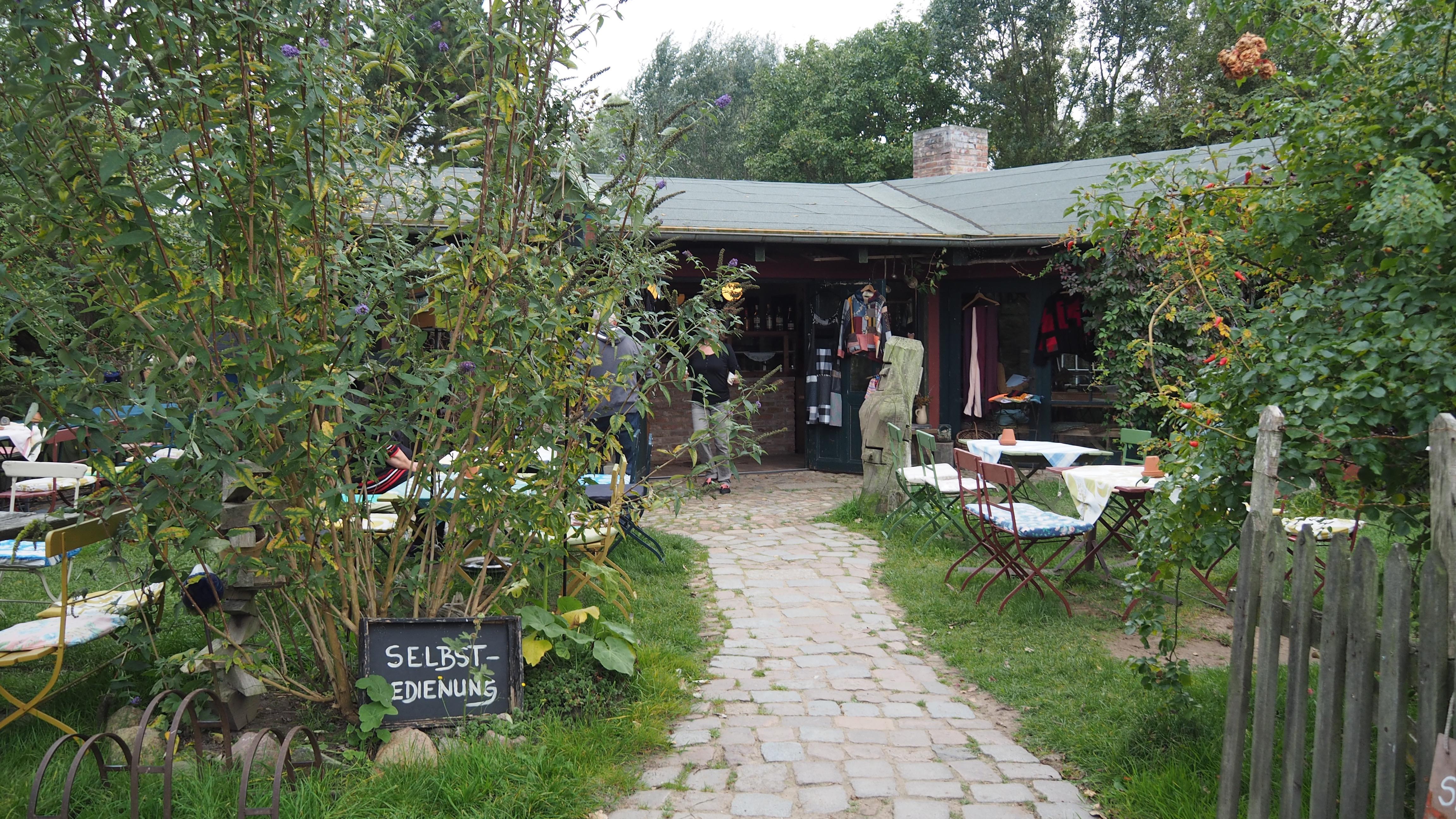 Biergarten in Lütow, Halbinsel Gnitz